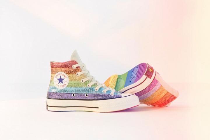 3c7eda56fd3b7 Amour universel pour les Converse aux couleurs du drapeau LGBTQ