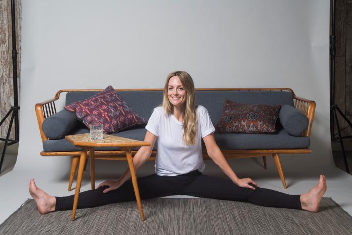 Yoga Voor De Couchpotato 8 Oefeningen Die Je Kan Doen Voor De Televisie