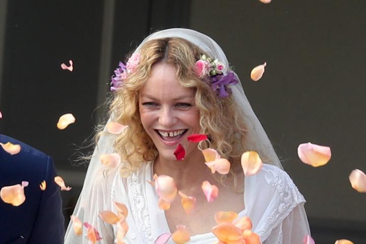 64f445c24f90eb ZIEN  Vanessa Paradis stapt in het huwelijksbootje