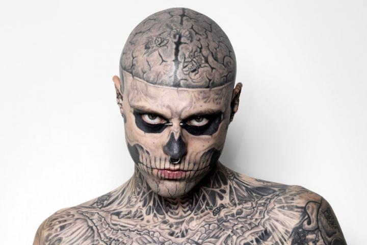 Zombie Boy Le Mannequin Aux Tatouages Squelettiques S Est Suicide