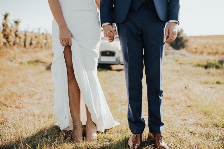 610521bbbcca88 Van de openingsdans tot de bruidsmeisjes  12 huwelijkstradities om te  doorbreken