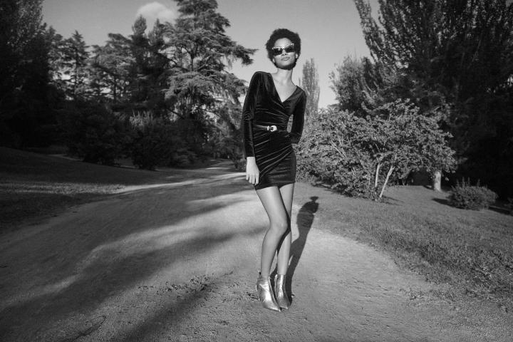 fbfe755ebb0 Tendance  la petite robe noire se la joue de velours