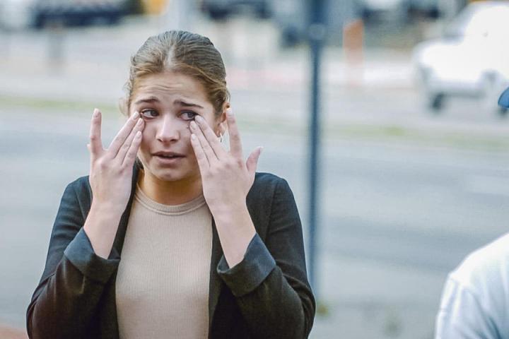 Zien Snelheidsduivel Laura Tesoro Tot Tranen Gebracht In Hoe Zal