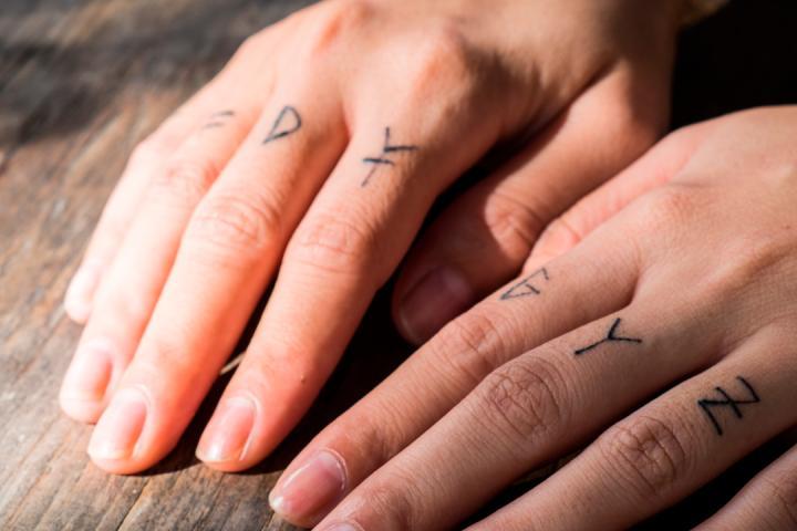 14 Jolis Tattoos Pour Vos Doigts