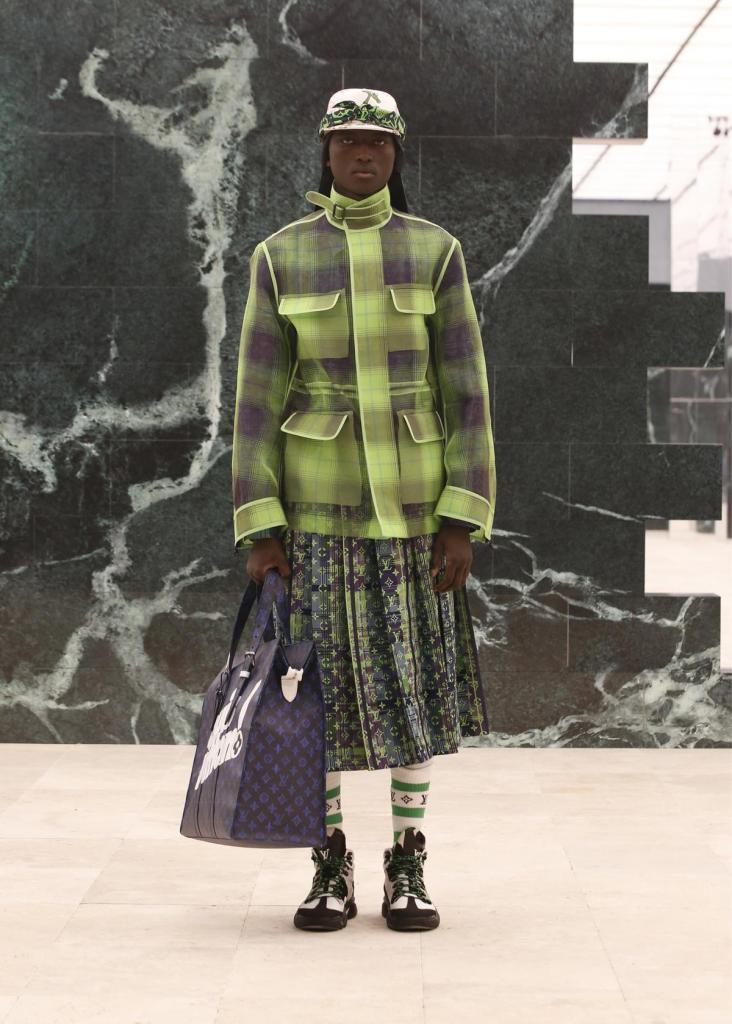 Ook in de mannencollectie van Louis Vuitton zijn er dit seizoen plooirokken te zien.