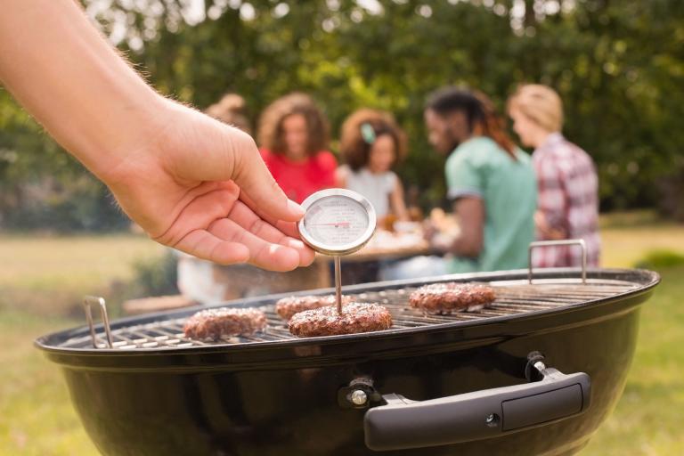 Waarom je een thermometer in de buurt moet hebben als je barbecuet
