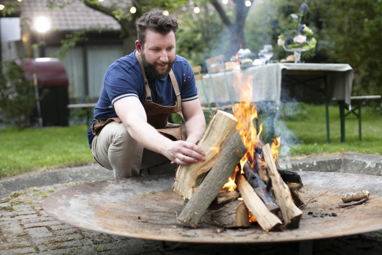 Hoe steek je de barbecue aan?