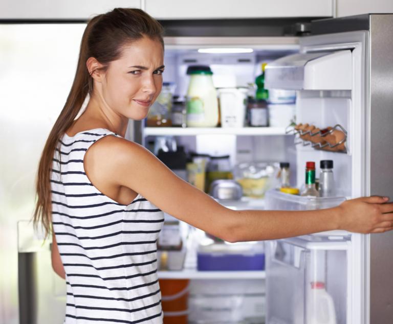 X astuces simples pour supprimer les mauvaises odeurs de votre frigo
