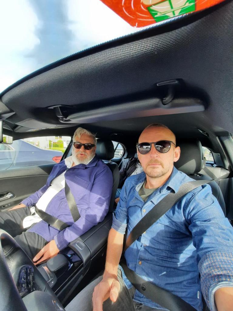 Maandagmiddag. Op weg naar Brussel met communitymanager van KW Lieven Mathys.