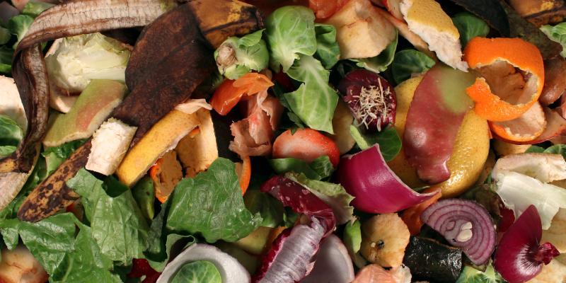 Cuisine zéro déchet: cuisinez les épluchures de patates et les fanes de carottes!