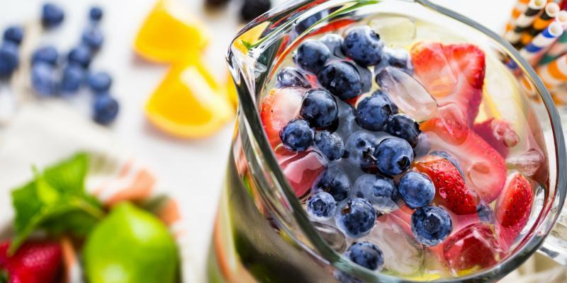 Infused water: zo blijf je de hele dag gehydrateerd