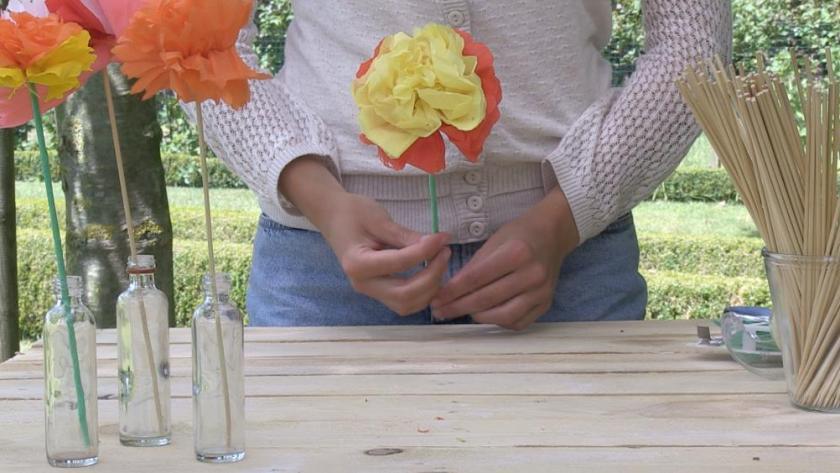Decoration Des Fleurs En Papier Crepon Femmes D Aujourd Hui