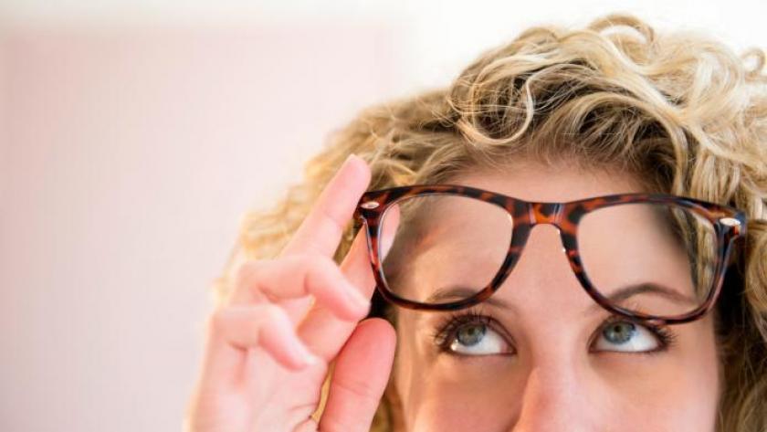 4de833a68af2a9 Quelles lunettes porter selon la forme de votre visage  - Femmes d ...
