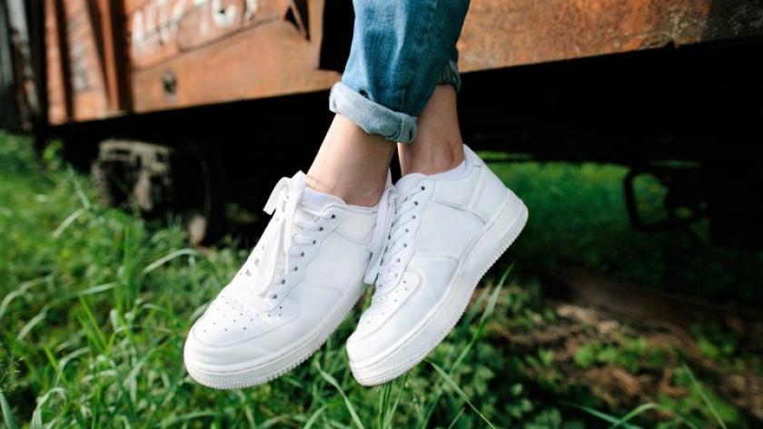 Tips om je witte schoenen weer wit te krijgen! | Kellyjeans.nl