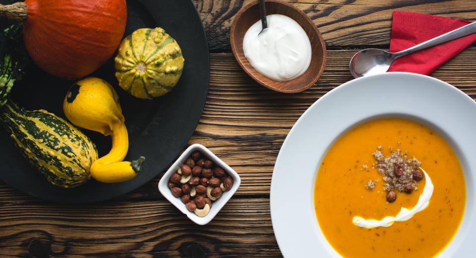 Moet je groenten echt stoven voor je ze in de soep doet?