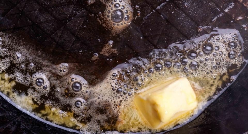 Hoe maak je geklaarde boter?