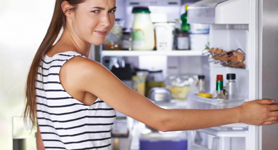 7 astuces simples pour supprimer les mauvaises odeurs de votre frigo