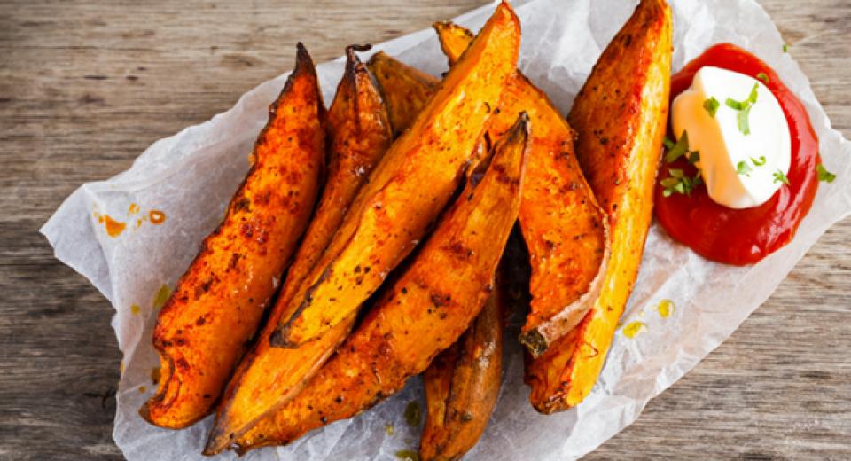 Dit is hét geheim voor krokante zoete aardappelfrietjes