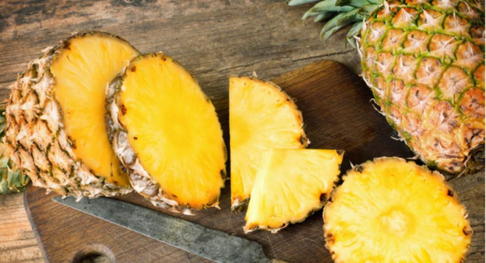 Aha: daarom prikt verse ananas zo in je mond