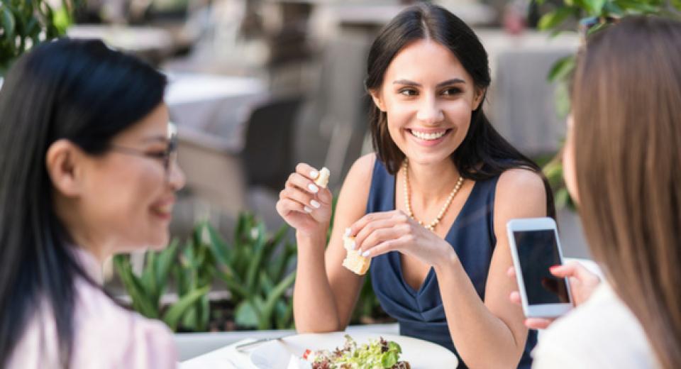 Bewezen: je plekje op restaurant heeft invloed op hoe gezond je er eet