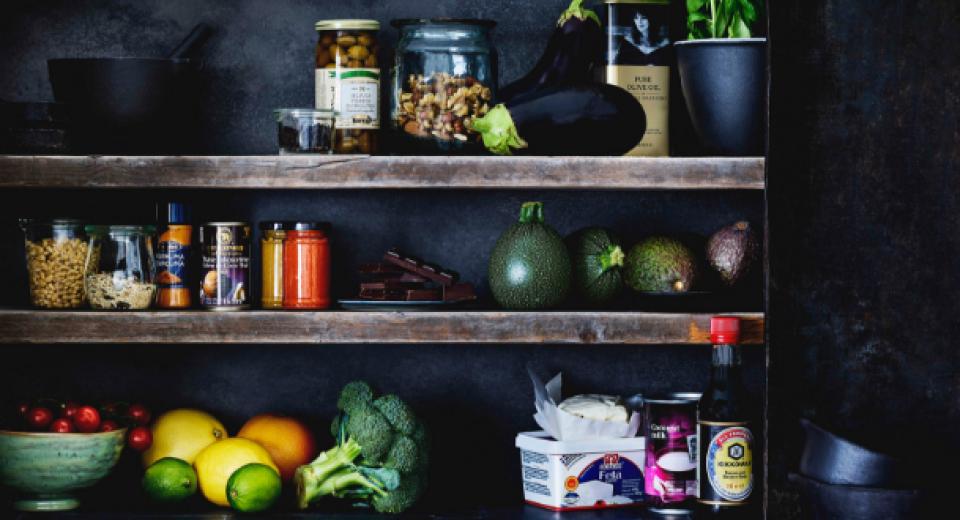 Wat zit er in de keukenkast van Pascale Naessens?