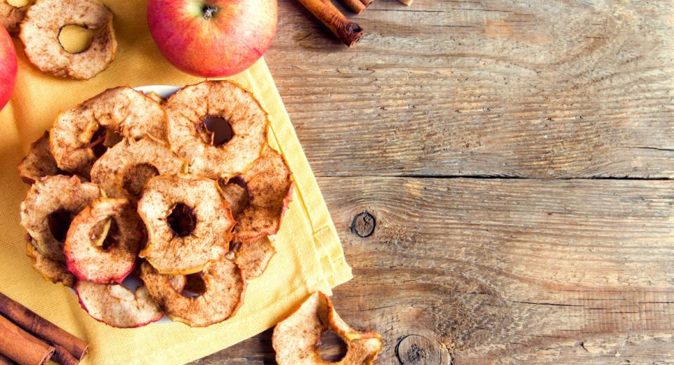 Herfsttopper: knapperige appelchips met kaneel