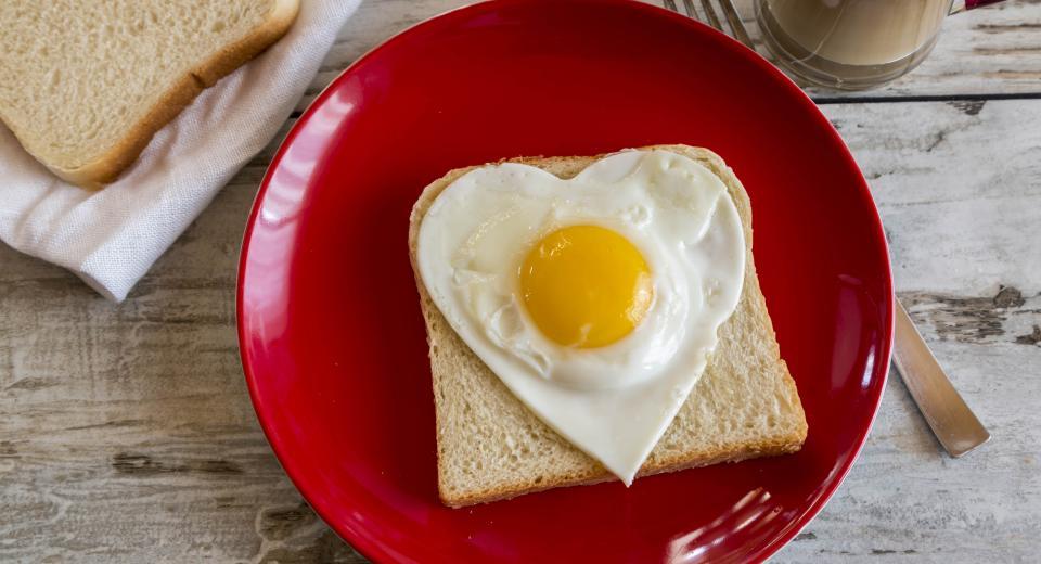 Avec une assiette rouge, vous mangerez moins!