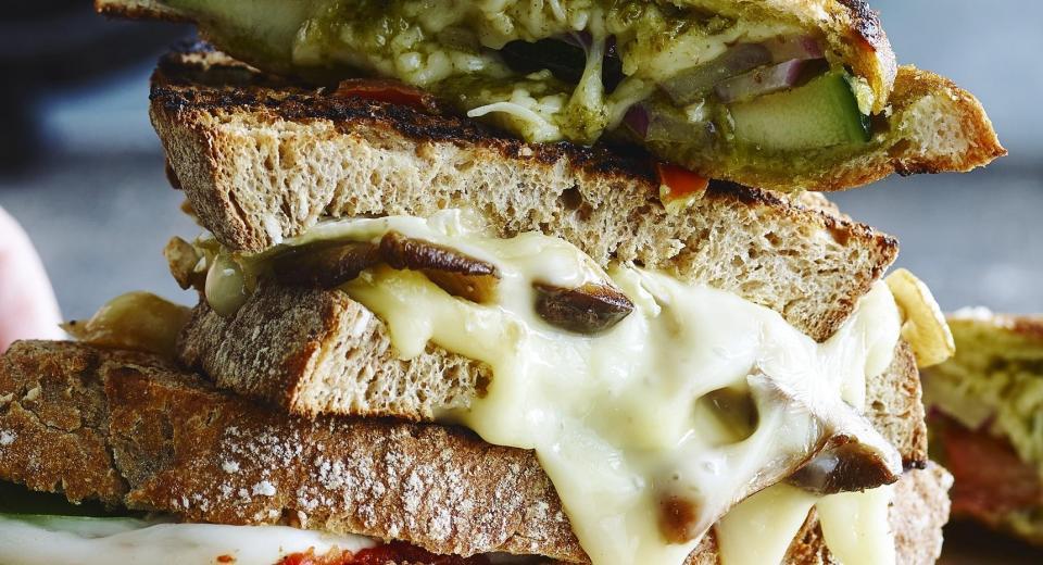 Bevat gesmolten kaas meer calorieën dan een plakje?
