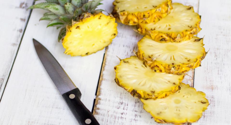 Vous ne découpez probablement pas votre ananas comme il faut (vidéo)