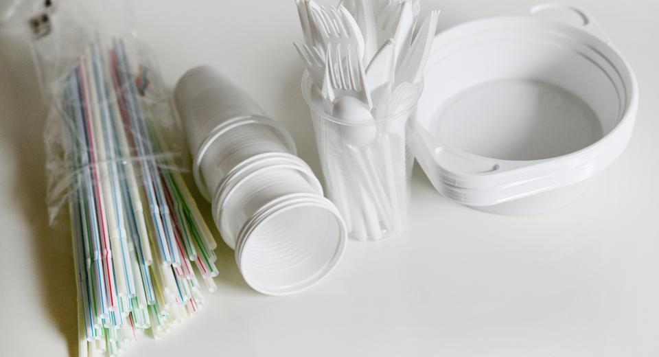 Gobelets, pailles, couverts: voici tous les ustensiles en plastique à usage bientôt interdits en Wallonie