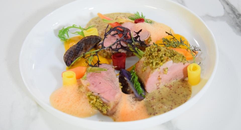 """Top Chef """"À la sauce belge"""": le filet pur de porc en croûte, déclinaison de carottes de Paul Delrez"""