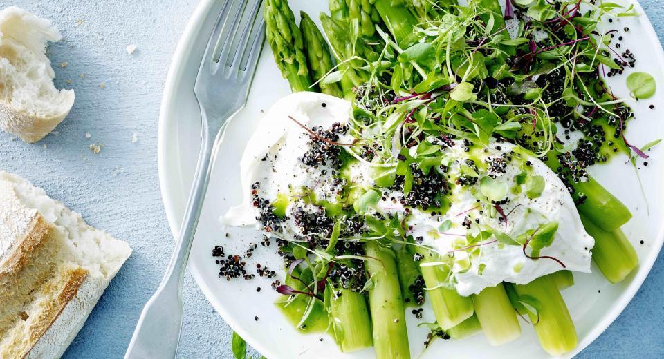 Moet je groene asperges schillen?