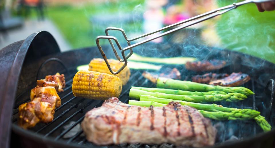 Barbecue: les conseils pour éviter l'intoxication alimentaire