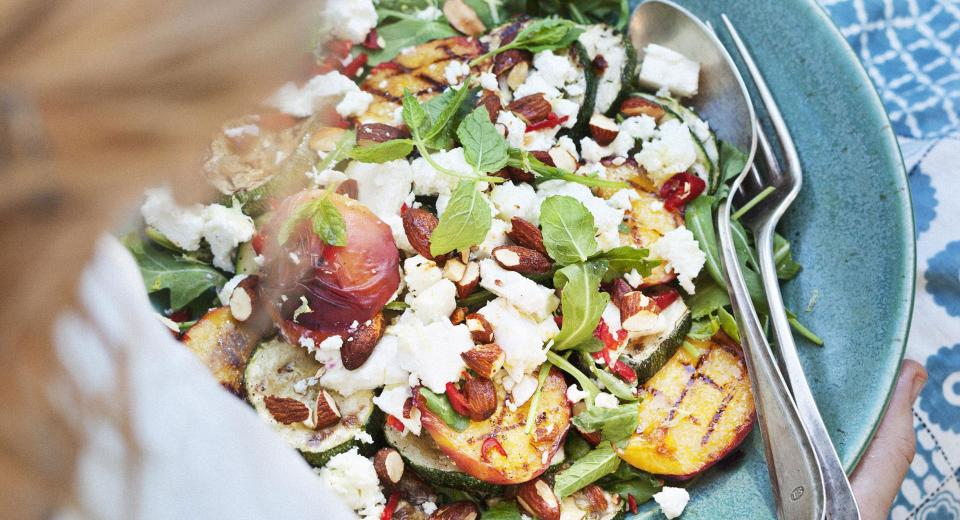 15 recettes de salades composées avec des fruits d'été