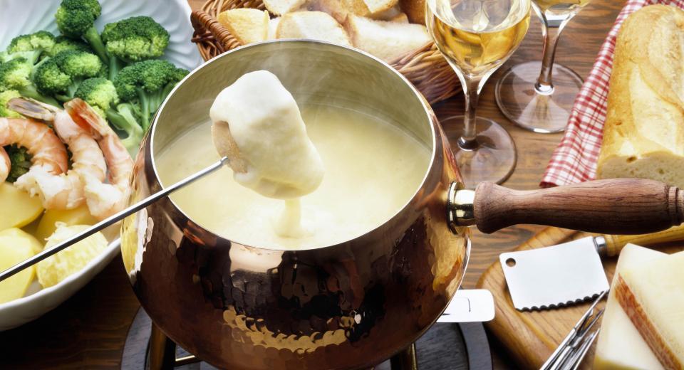 Quelle est la différence entre fondue savoyarde et bourguignonne?