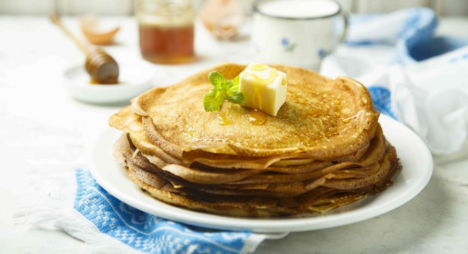 Een stapel pannenkoeken warm houden: hoe doe je dat?
