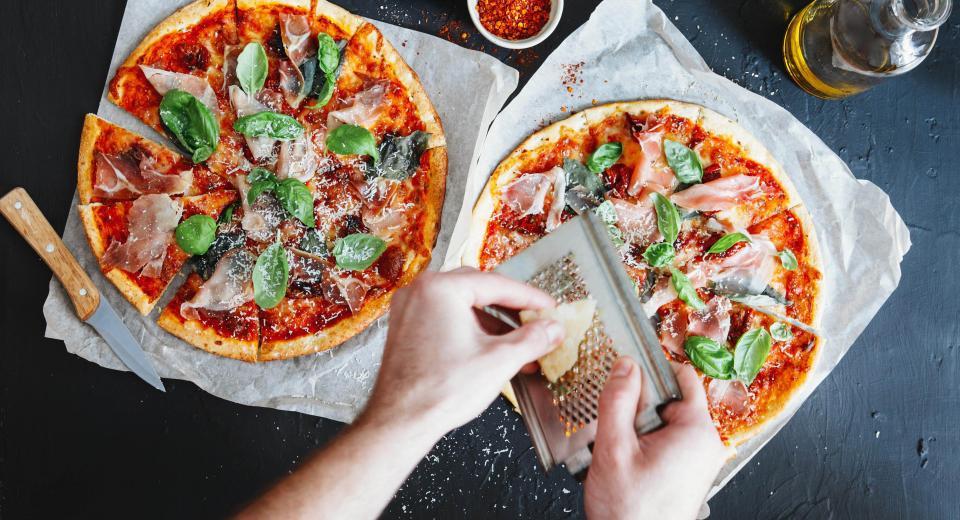 4 façons de pimper une pizza surgelée