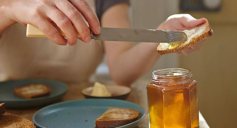 Faut-il conserver le miel au frigo?