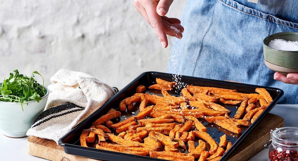 Dit is hét geheim voor krokante zoete-aardappelfrietjes