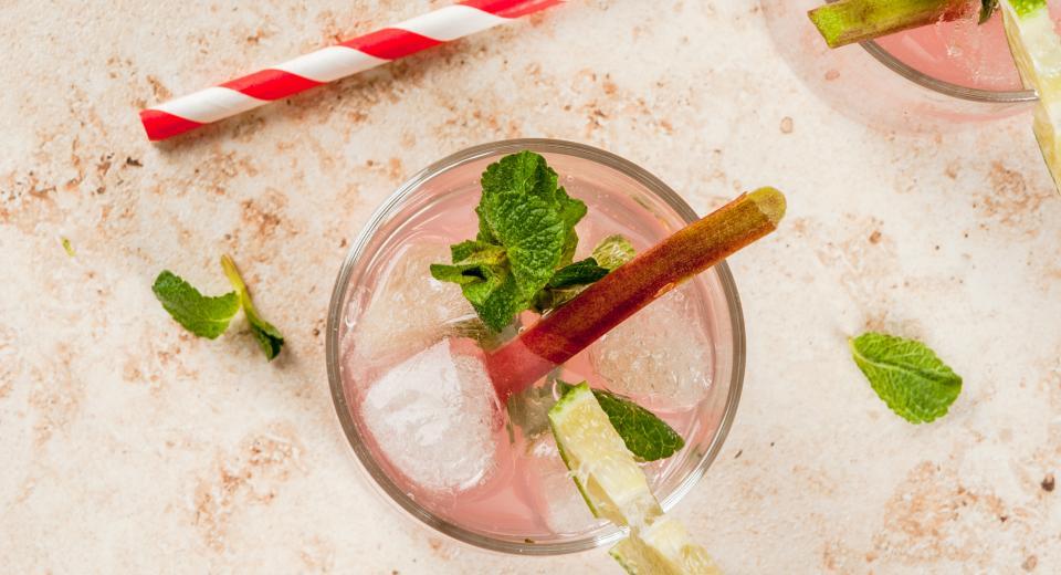 7x verfrissende drankjes met rabarber