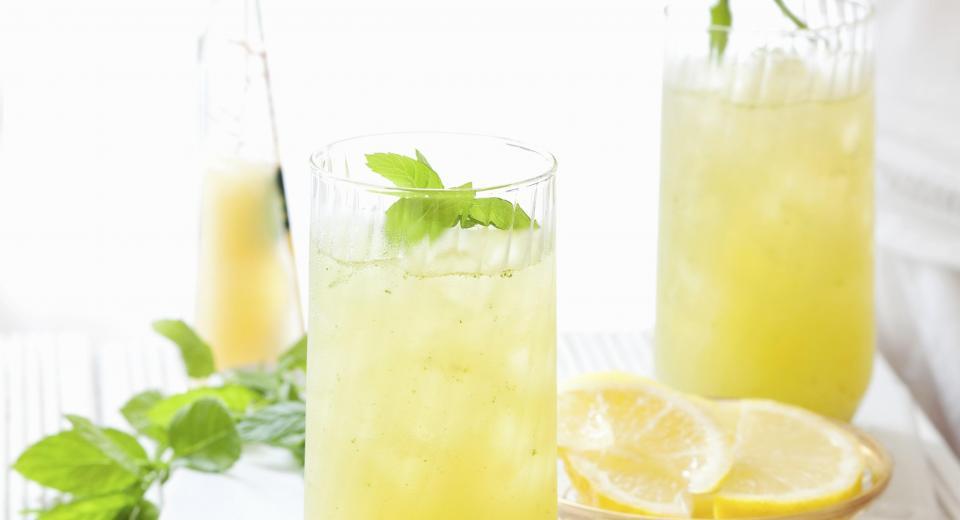 Zelf ijsthee en limonade maken? Dit zijn onze beste recepten