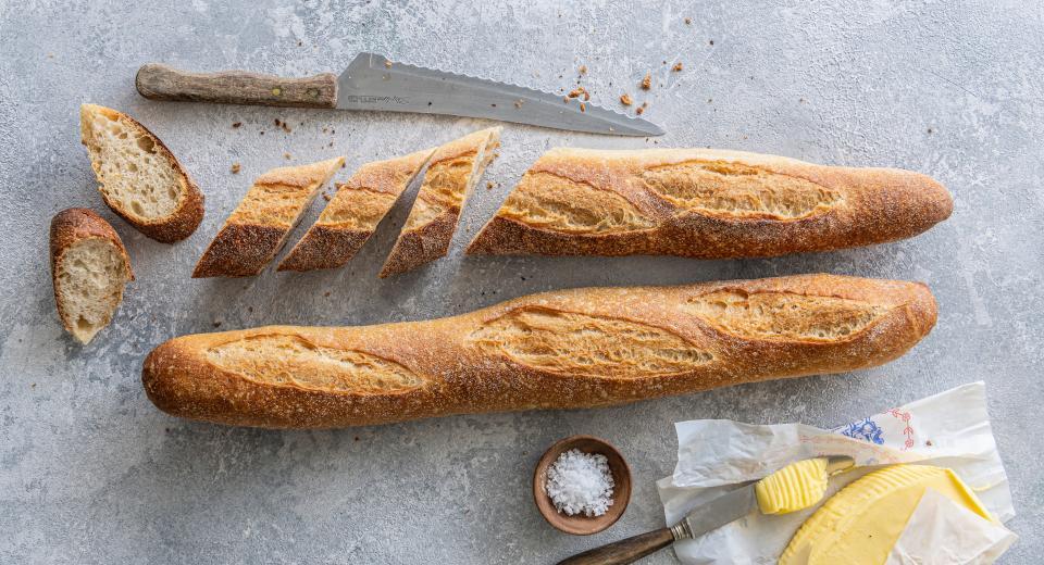 Zo bak je zelf stokbrood