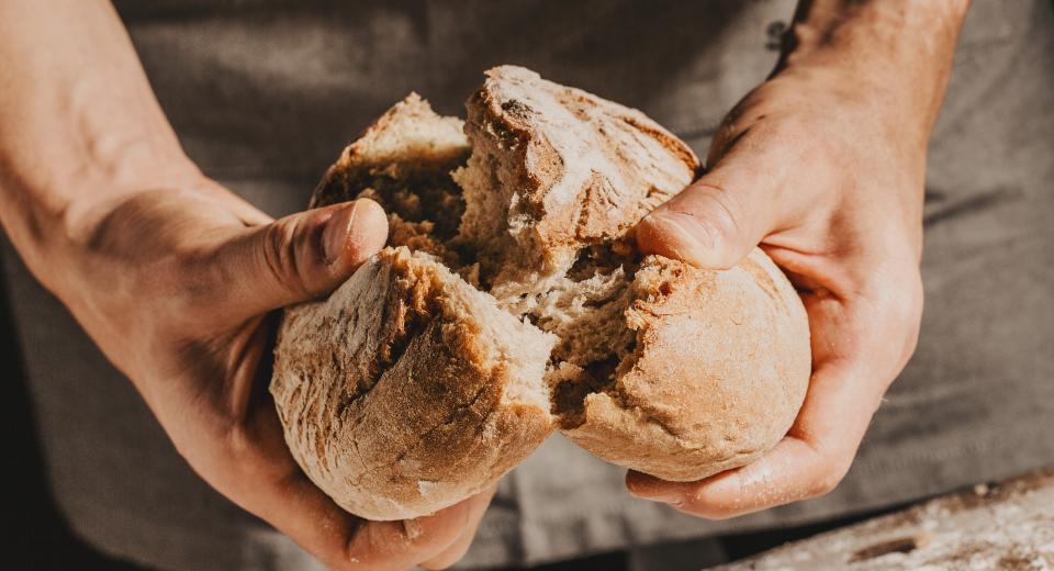 Zo wordt de korst van je zelfgebakken brood lekker krokant