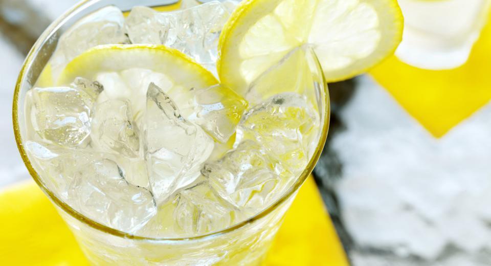 Wanneer gebruik je crushed ice of ijsblokjes in je cocktail?