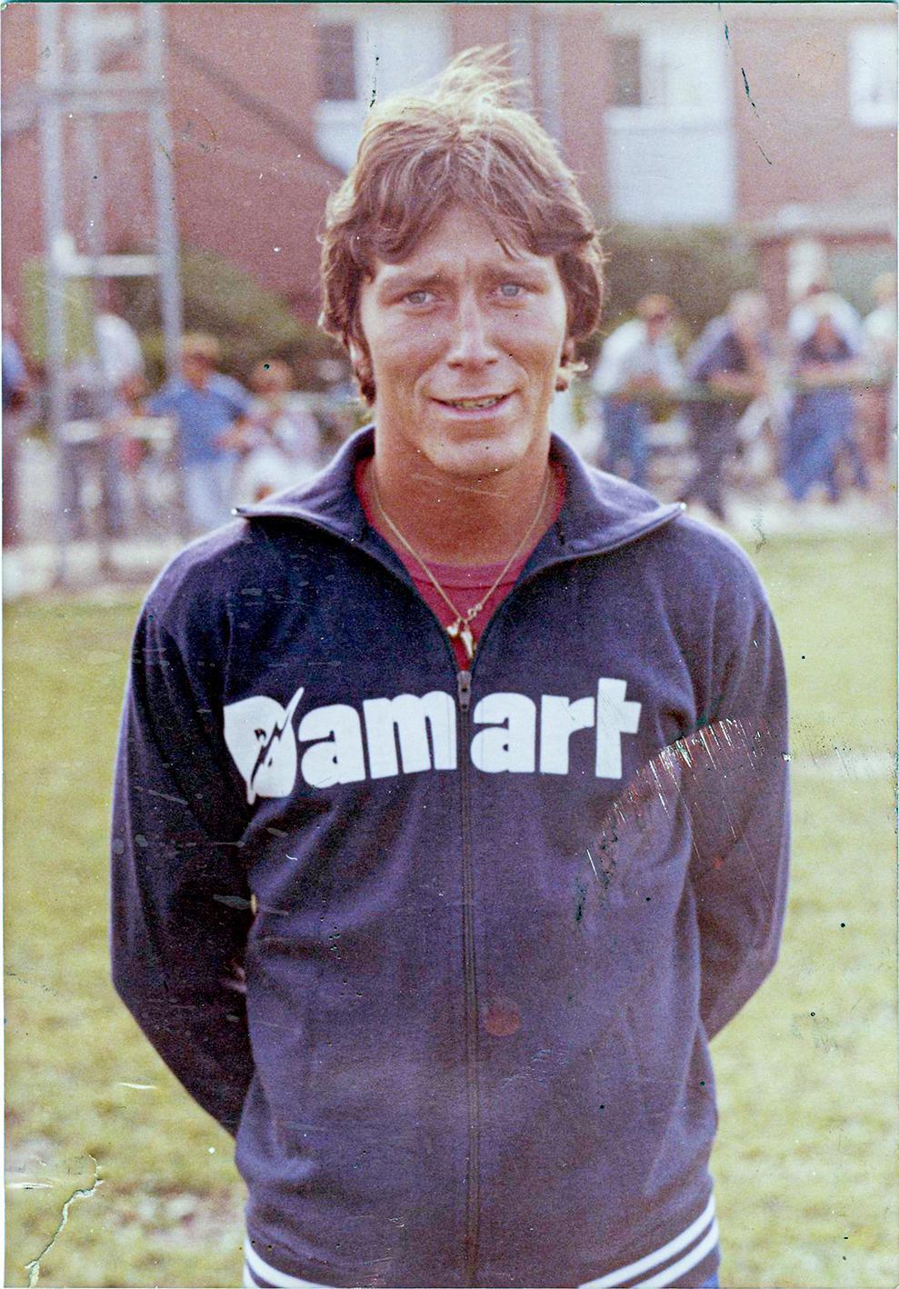 Damart zette de schouders onder voetbalploeg Dottenijs dat zo doorstootte naar derde klasse en waar Marc ook ging spelen.