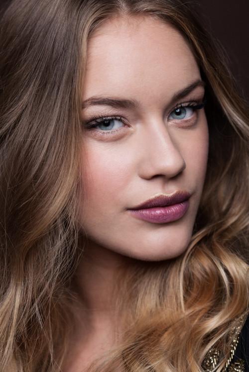 glitter lip make-up