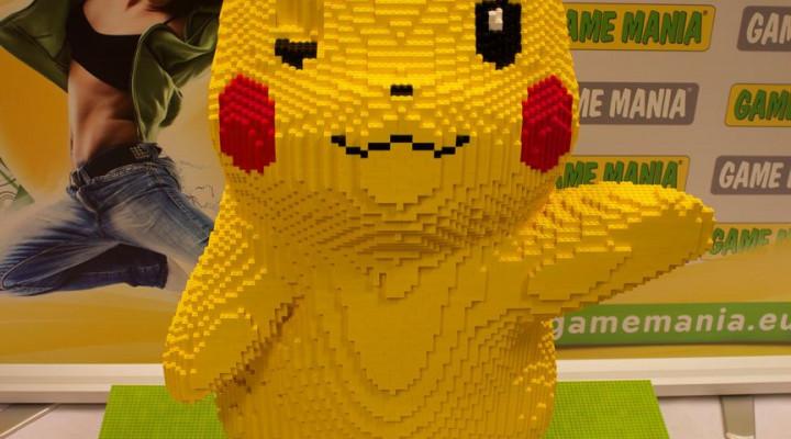 lego pikachu staand